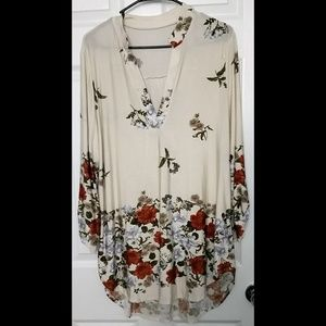NWOT Womens Plus Size 3X Top Tunic Floral V Neck